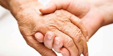 Investigador chileno lidera desarrollo de test que diagnosticará el alzheimer con muestra de sangre
